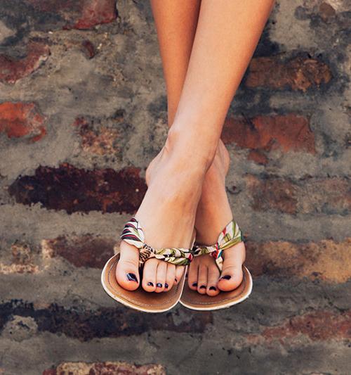 Piękne dłonie i stopy – jak właściwie dbać o pielęgnację?