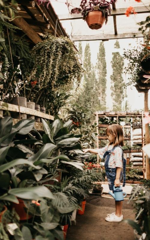 Wiosenne prace w ogródku z dzieckiem