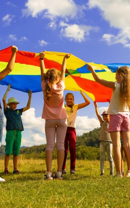 Kolonie, półkolonie, dziadkowie – co zrobić z dziećmi w wakacje?